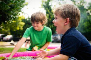 COVID-19 : vers une exclusion des enfants handicapés en camps de jour?