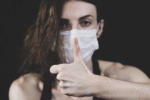 Le masque avec une fenêtre translucide, une solution plus inclusive?